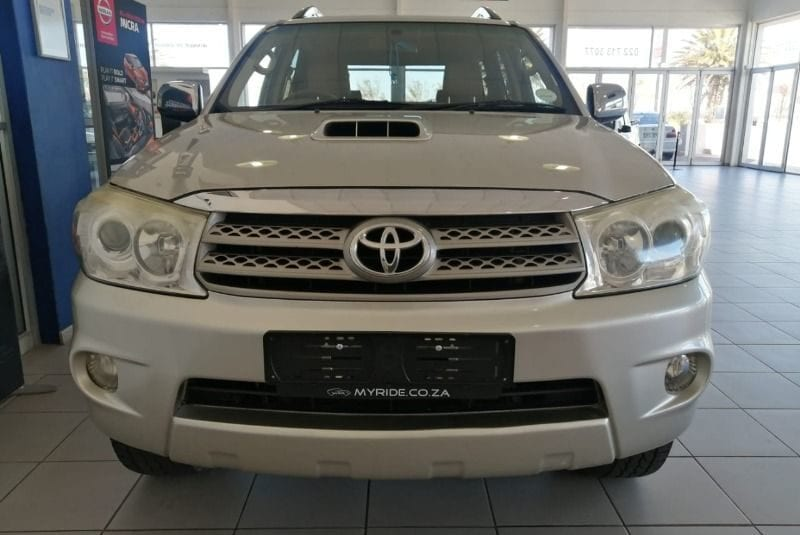 2010 TOYOTA FORTUNER 3.0 D4D R/B A/T